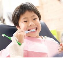 こごえ歯科医院では、お子様の虫歯の予防、予防指導、治療を行います。